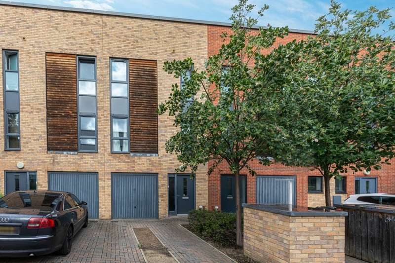 4 Bedrooms Property for sale in Scholars Way, Dagenham, RM8