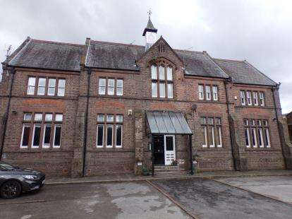 2 Bedrooms Flat for sale in St. Stephens Court, Halewood Road, Woolton, Liverpool, L25