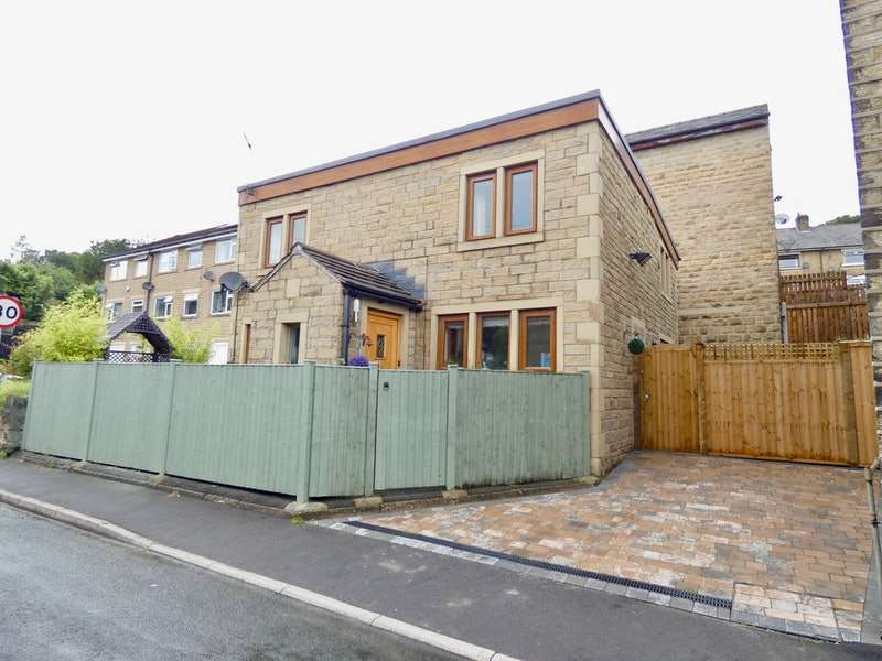 3 Bedrooms Detached House for sale in Clay House Lane, Halifax, West Yorkshire, HX4