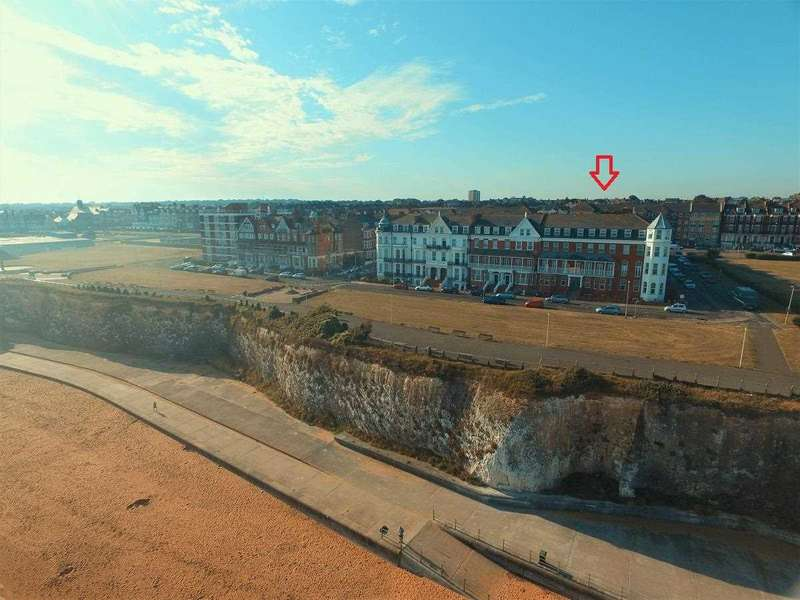 2 Bedrooms Apartment Flat for sale in Lewis Crescent, Margate