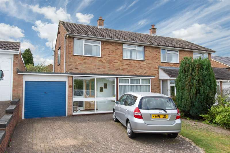 3 Bedrooms Semi Detached House for sale in Patterdale Close, Dunstable, Bedfordshire