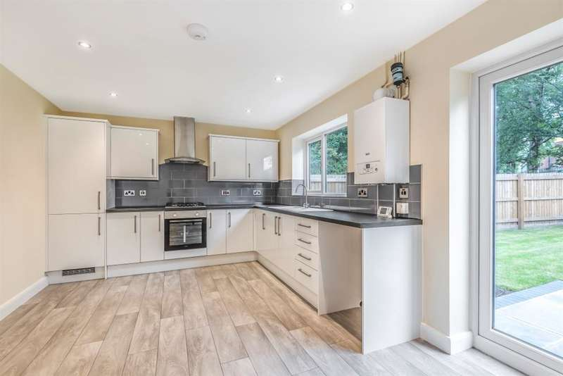 4 Bedrooms Semi Detached House for sale in Manchester Road, Astley, M29 7SQ