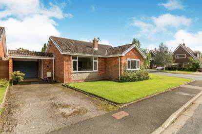 3 Bedrooms Bungalow for sale in The Coombes, Fulwood, Preston, Lancashire, PR2