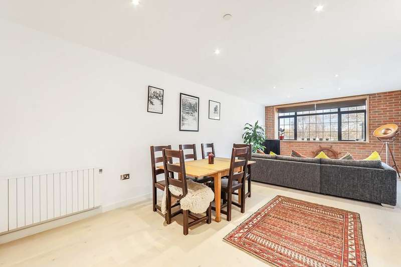 2 Bedrooms Flat for rent in Odessa Street, London SE16