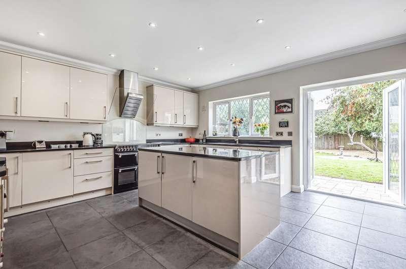 4 Bedrooms Detached House for sale in Coleridge Road, Ashford, TW15