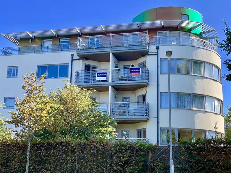 2 Bedrooms Flat for sale in Kew House, Moncrief Gardens, Hythe, CT21 6FJ