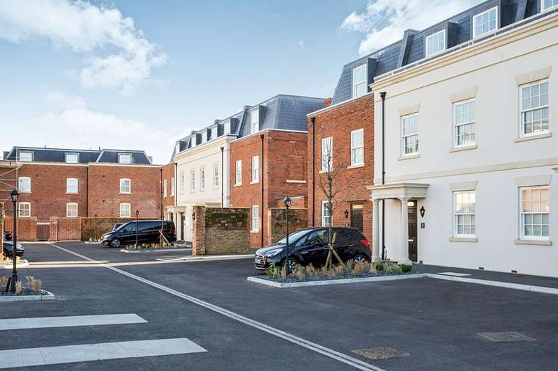 5 Bedrooms House for sale in Officer Gardens Weevil Lane, Gosport, Hampshire, PO12