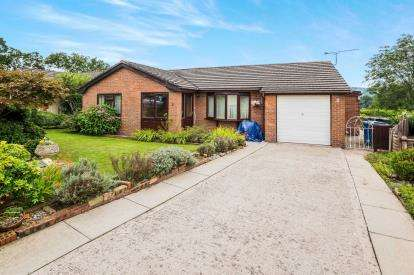 2 Bedrooms Bungalow for sale in Ffordd Rhufon, Ruthin, Denbighshire, North Wales, LL15