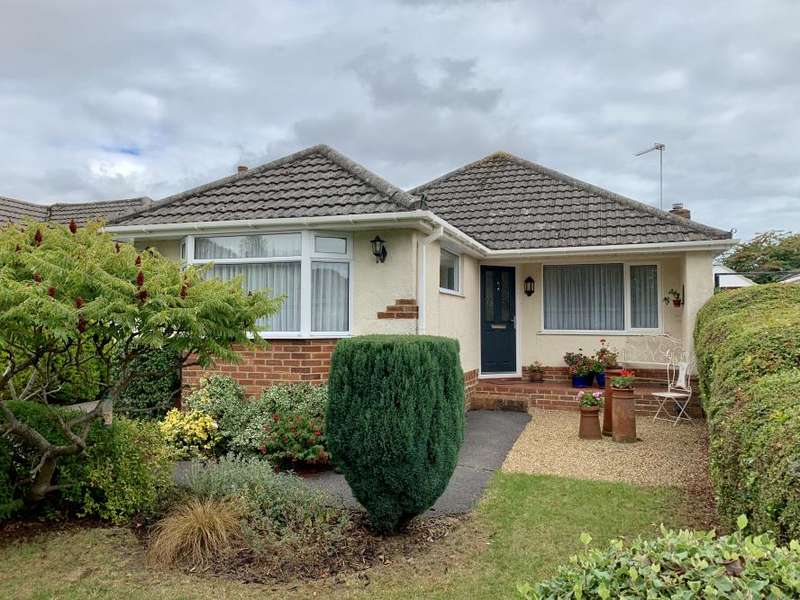 3 Bedrooms Detached Bungalow for sale in Shapland Avenue, Bearwood, BH11 9PU