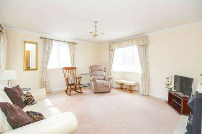 2 Bedrooms Flat for sale in The Elms, Faulkners Lane, Knutsford, Cheshire