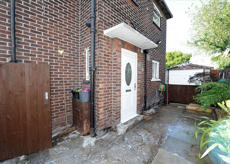 3 Bedrooms Semi Detached House for sale in 24 Buckingham Road, Cadishead M44 5HG