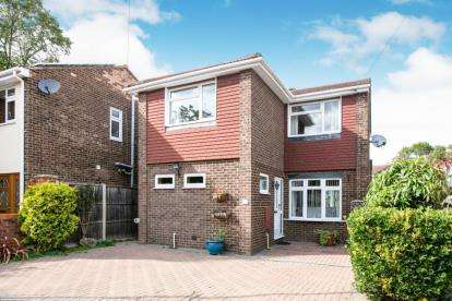 3 Bedrooms Detached House for sale in Walnut Close, Biggleswade, Bedfordshire