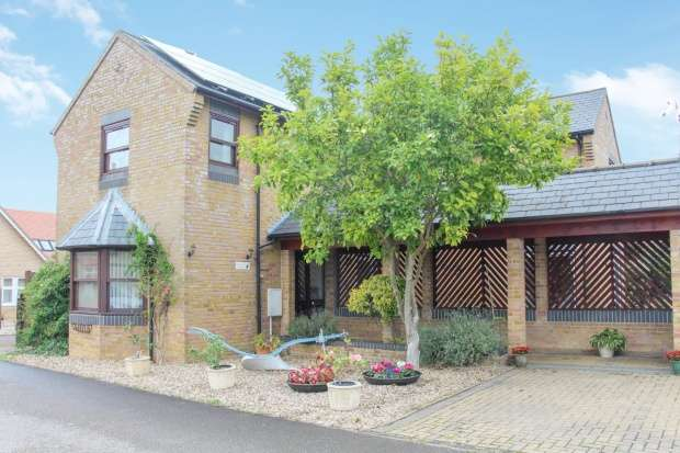 4 Bedrooms Detached House for sale in Crown Gardens, Little Downham, Cambridgeshire, CB6 2WT