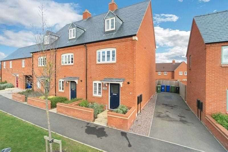 4 Bedrooms End Of Terrace House for sale in Juno Crescent, Brackley
