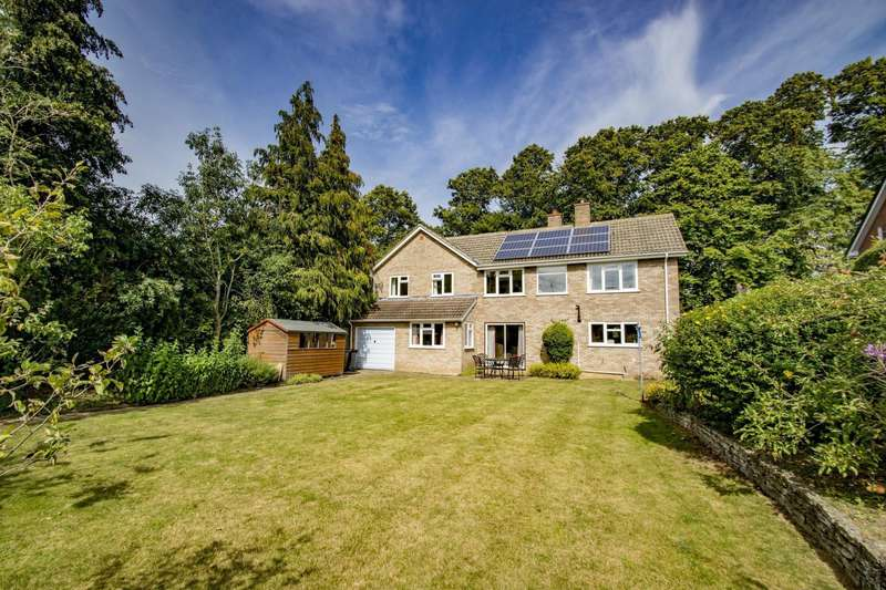 5 Bedrooms Detached House for sale in Lycroft Close, Goring On Thames, RG8