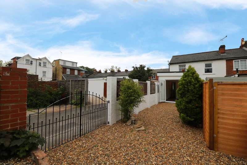 4 Bedrooms End Of Terrace House for sale in Brunswick Street, Reading