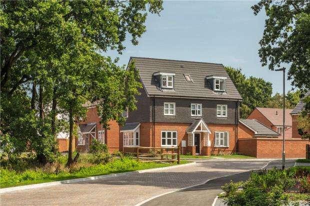 4 Bedrooms Detached House for sale in Sandhurst Gardens, High Street, Sandhurst