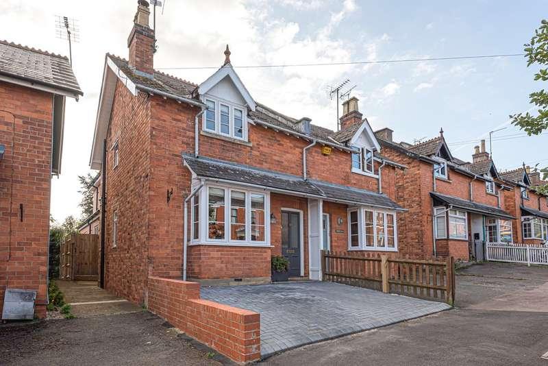 3 Bedrooms Semi Detached House for sale in Charlton Kings, Cheltenham