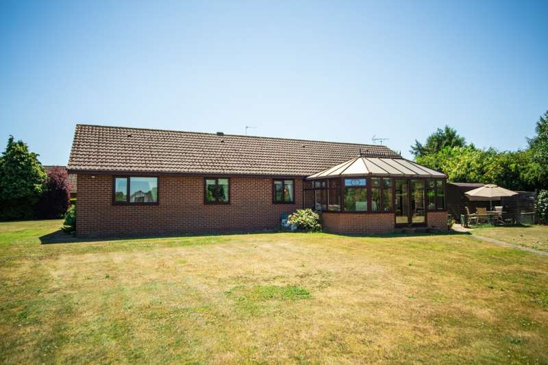 4 Bedrooms Detached Bungalow for sale in Akeferry Road, Graizelound,Haxey, Doncaster, South Yorkshire, DN9