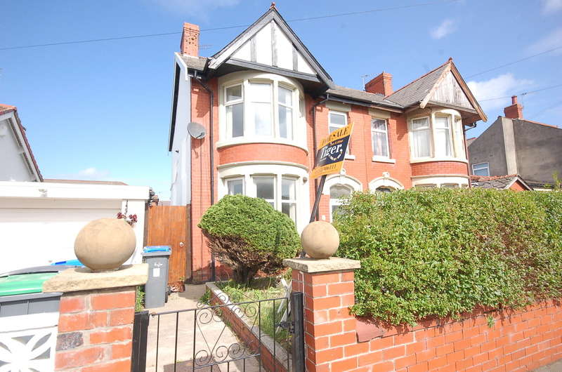 3 Bedrooms Semi Detached House for sale in Lightwood Avenue, Blackpool