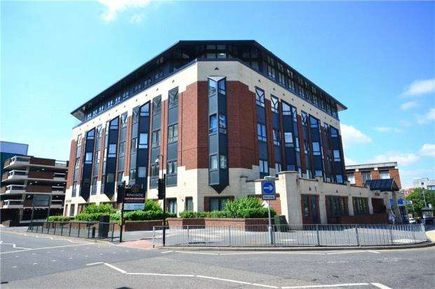 2 Bedrooms Apartment Flat for sale in Ringside, High Street, Bracknell