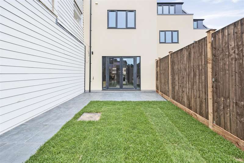 4 Bedrooms House for sale in Victoria Mews, Victoria Park