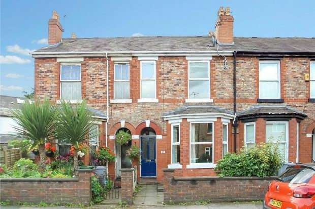 3 Bedrooms Terraced House for sale in Moss Lane, Altrincham