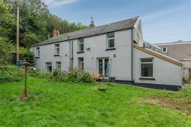 3 Bedrooms Semi Detached House for sale in Gelli-Isaf, Aberdare, Mid Glamorgan