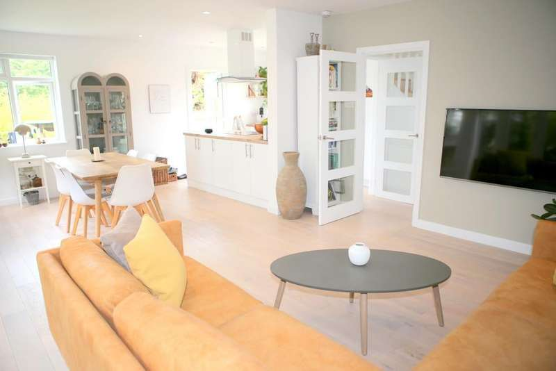 3 Bedrooms Semi Detached House for sale in Sheepcote Road, Windsor, SL4