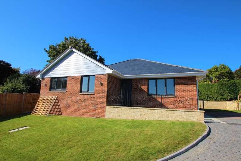 3 Bedrooms Detached Bungalow for sale in Laburnam Close, Newport