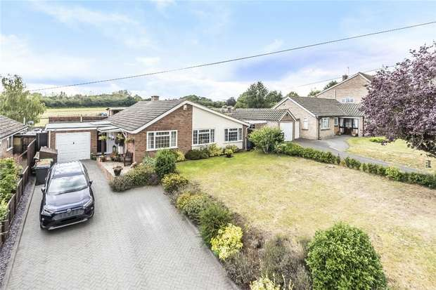 3 Bedrooms Detached Bungalow for sale in Grange Road, Felmersham, Bedford