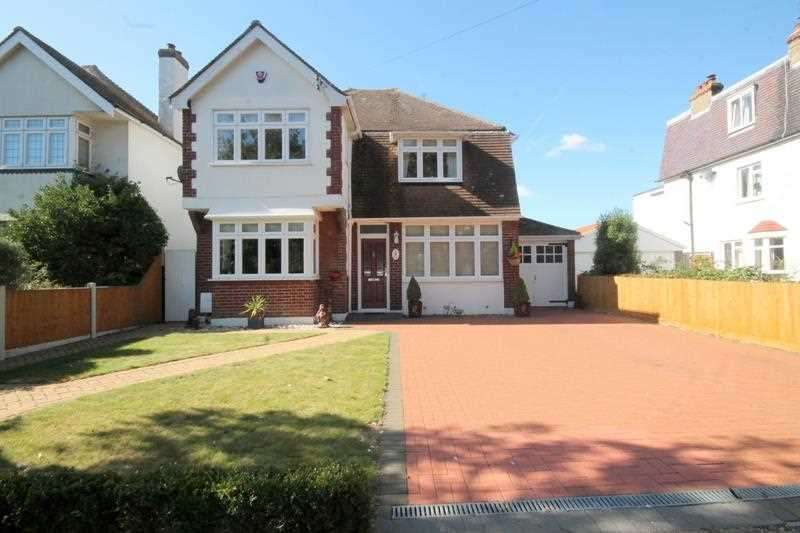 4 Bedrooms House for sale in Lancaster Gardens West, East Clacton