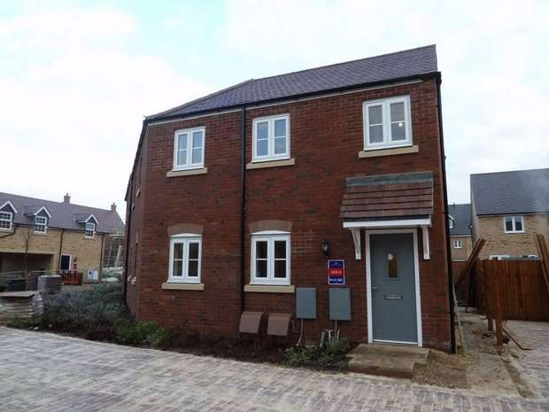 2 Bedrooms Maisonette Flat for rent in Goldfinch Road, Leighton Buzzard, Bedfordshire