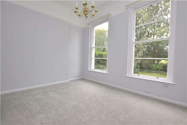 2 Bedrooms Flat for sale in Battledown Approach, CHELTENHAM, Gloucestershire, GL52