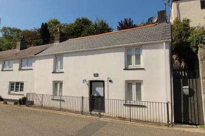 2 Bedrooms Semi Detached House for sale in Wadebridge, Cornwall, Uk