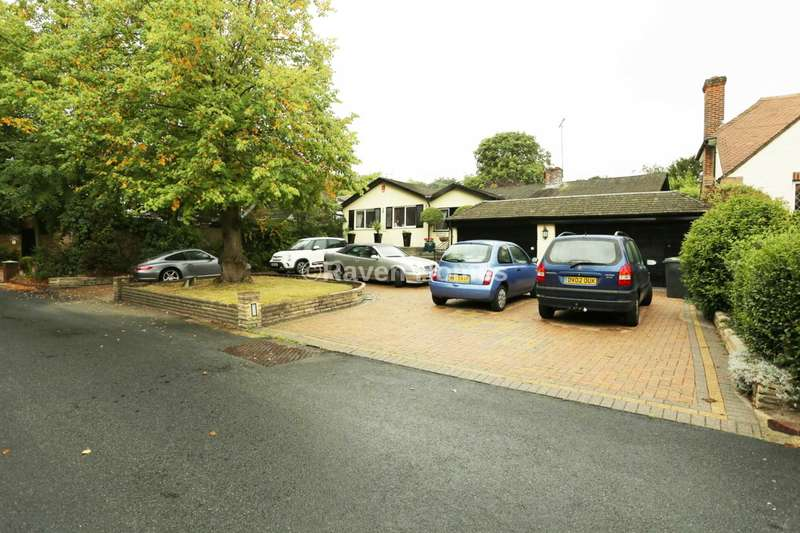 3 Bedrooms Detached Bungalow for sale in Grove Lane, Chigwell
