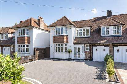 4 Bedrooms Semi Detached House for sale in Bourne Way, Bromley