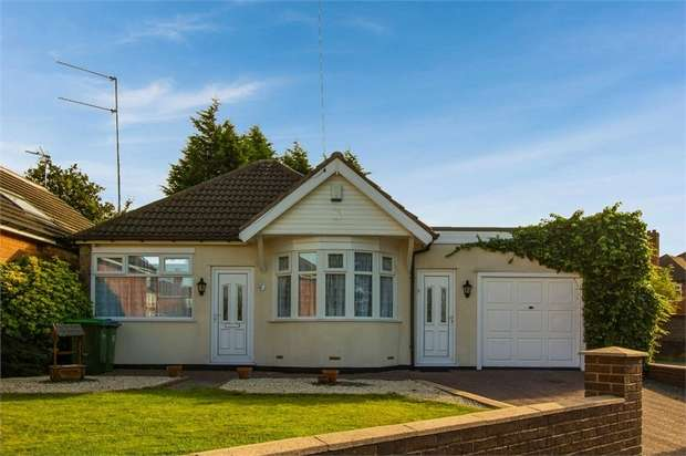 2 Bedrooms Detached Bungalow for sale in Leahouse Road, Oldbury, West Midlands