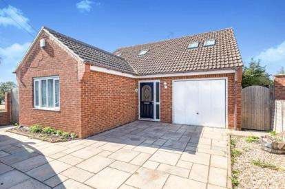 4 Bedrooms Detached House for sale in The Crescent, Haversham, Milton Keynes, Buckinghamshire