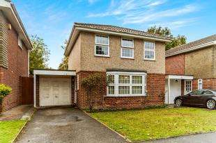 4 Bedrooms Detached House for sale in Goldcrest Way, Purley, Surrey