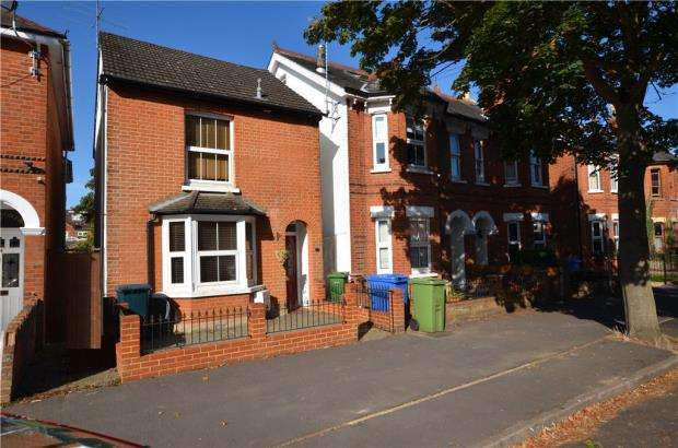 3 Bedrooms Detached House for sale in Osborne Road, Farnborough, Hampshire