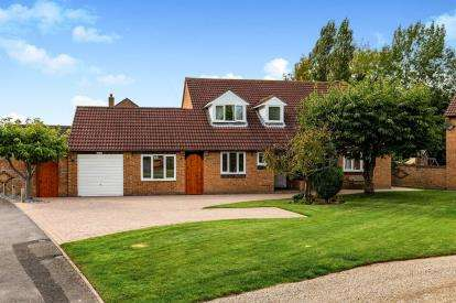 5 Bedrooms Detached House for sale in Hemingford Gardens, Yarm, Durham