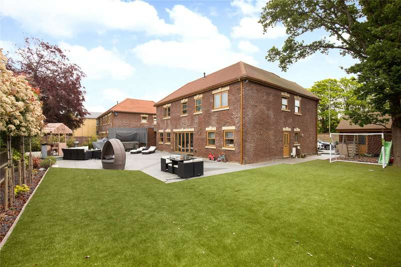 5 Bedrooms Detached House for sale in Langstone Road, Havant, Hampshire, PO9