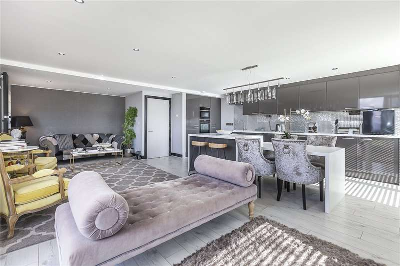 2 Bedrooms Flat for sale in Wards Wharf Approach, London, E16