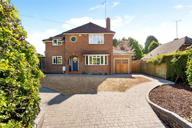 4 Bedrooms Detached House for sale in Pondtail Road, Horsham, West Sussex, RH12