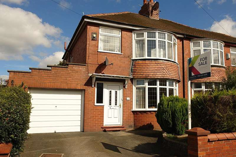 3 Bedrooms Semi Detached House for sale in Birch Avenue, Chadderton, Oldham