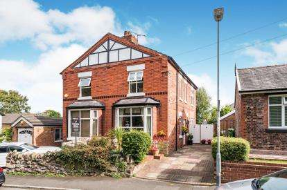2 Bedrooms Semi Detached House for sale in Highlands Road, Runcorn, Cheshire, WA7