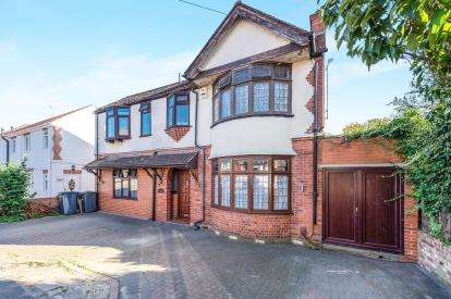 4 Bedrooms Detached House for sale in Fountains Road, Luton, Bedfordshire, England