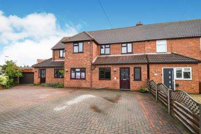 5 Bedrooms Semi Detached House for sale in Hornchurch, Essex, .