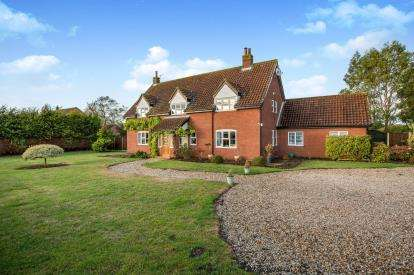 5 Bedrooms Detached House for sale in Thuxton, Norwich, Norfolk